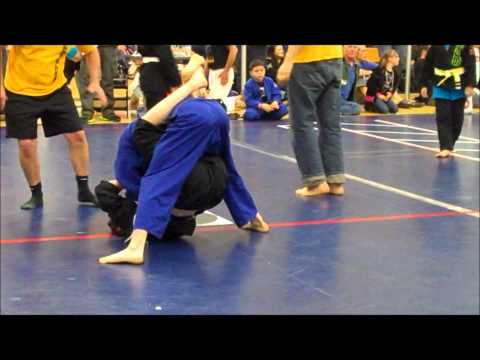 Grappling - girl with flexible legs vs boys
