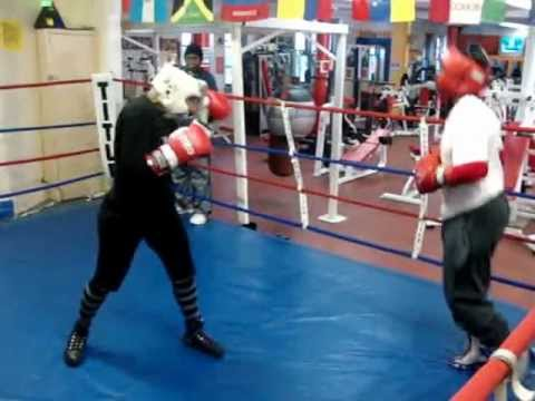 BOXING - SEXY 40 YEAR OLD GRANDMOTHER VS GOLDEN...